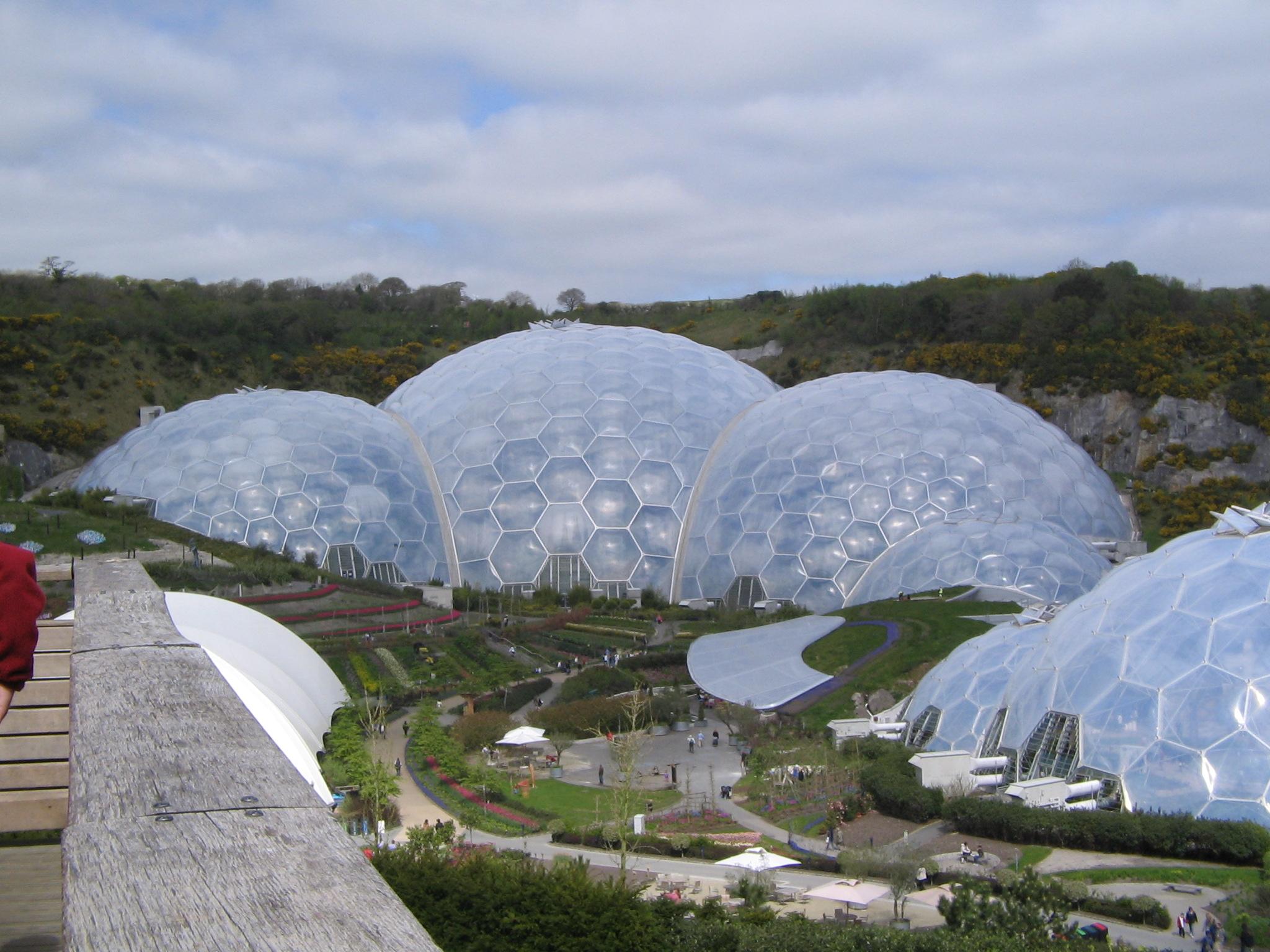 Het Eden Project in Cornwall, Engeland kent een prachtige verzameling enorme geodomes.