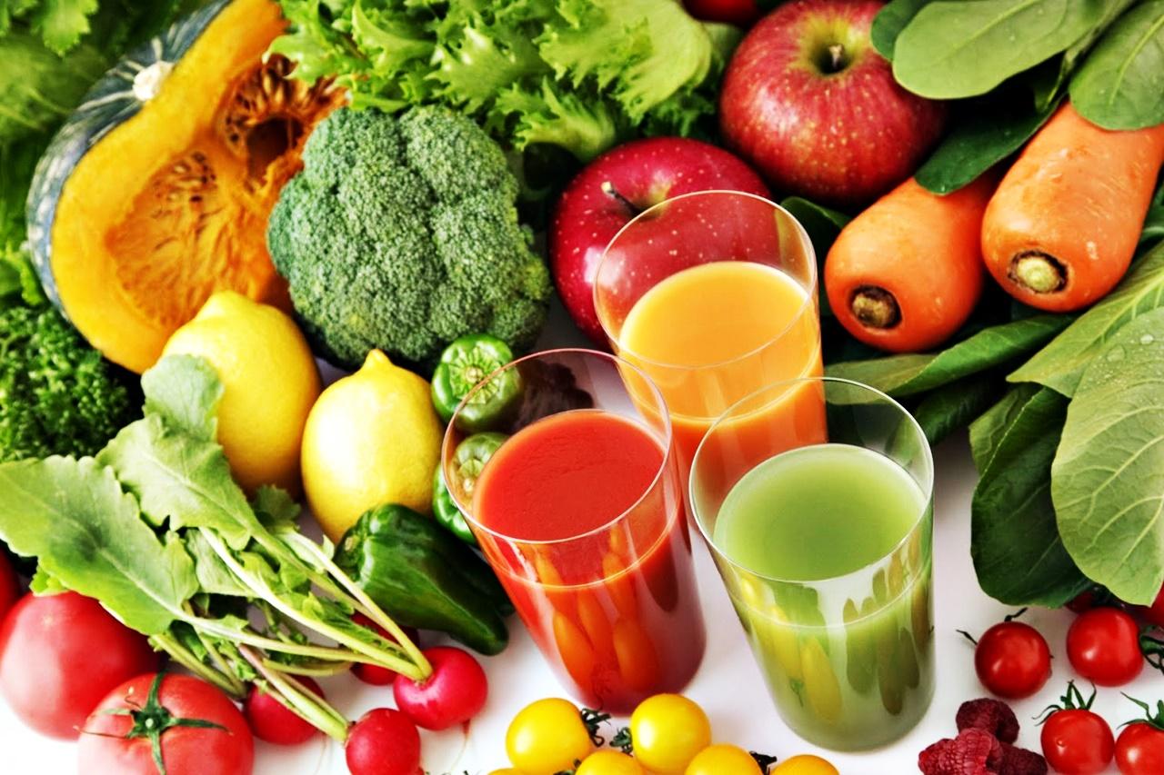 Door te juicen kun je het sap van vele verse groenten vol voedingsstoffen binnenkrijgen zonder al die groenten zelf te hoeven kauwen.